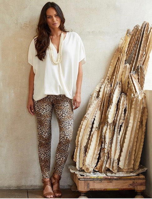On Safari Oversize Top Cream and Leopard Piper Pant