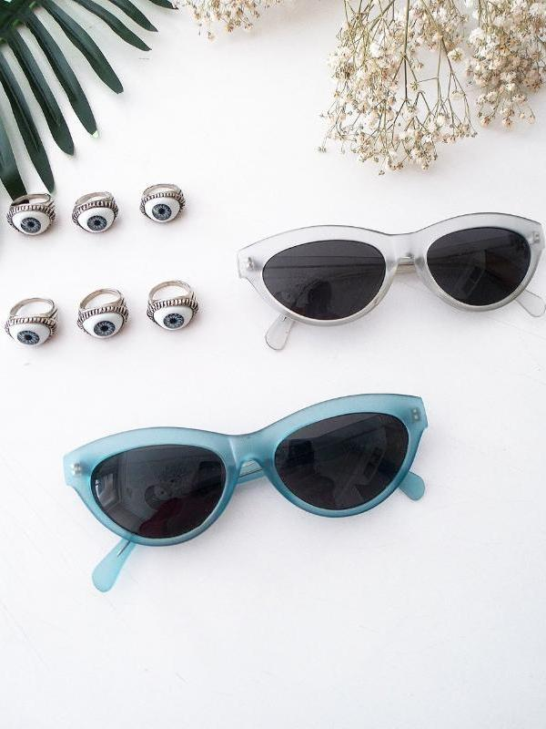 CAT EYE SUNGLASSES // blue baby
