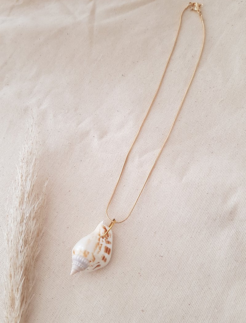 SEA COLLECTION // conch necklace