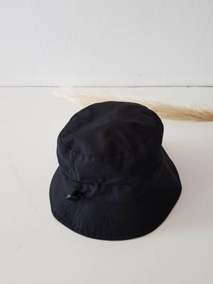 IMPERMEABLE  BUCKET HAT BLACK