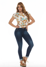 Load image into Gallery viewer, Dark blue faded push up skinny jeans w/ fancy rolled capri style bottoms