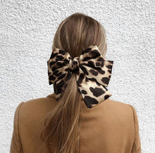 Load image into Gallery viewer, Leopard barrette hair bow