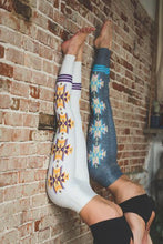 Load image into Gallery viewer, colorado threads aztec leggings gray or oatmeal
