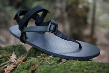 Load image into Gallery viewer, shamma sandals running charger grip sandal on mossy rock