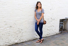 Load image into Gallery viewer, shamma sandals running female leaning on wall in shamma sandals