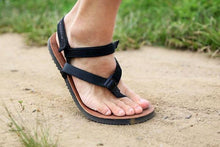Load image into Gallery viewer, shamma sandals running foot in motion wearing sandals and power straps