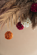 Afbeelding in Gallery-weergave laden, CHRISTMAS BALL CANARY SALMON