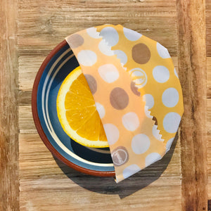 Keep lemons fresher for longer with a Waxyz yellow dotty wrap