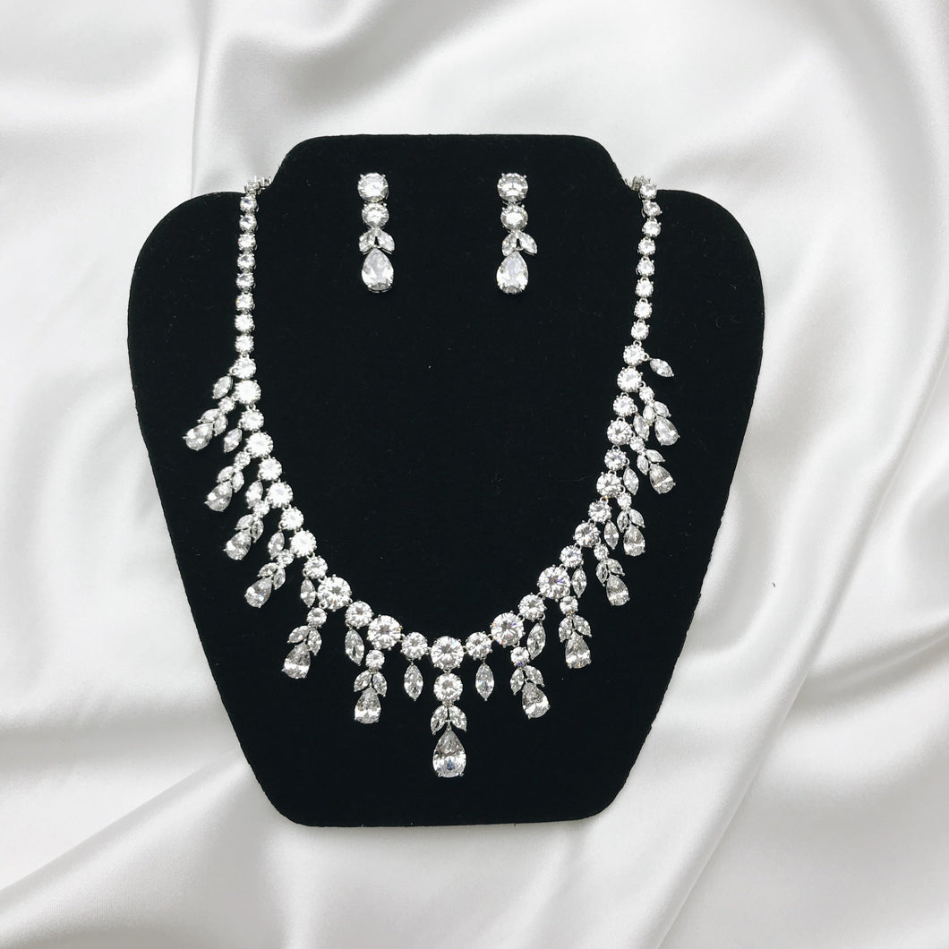 Earring + Necklace set
