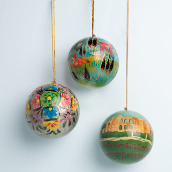 Atlas of Joy: Christmas balls in Papier-Mâché