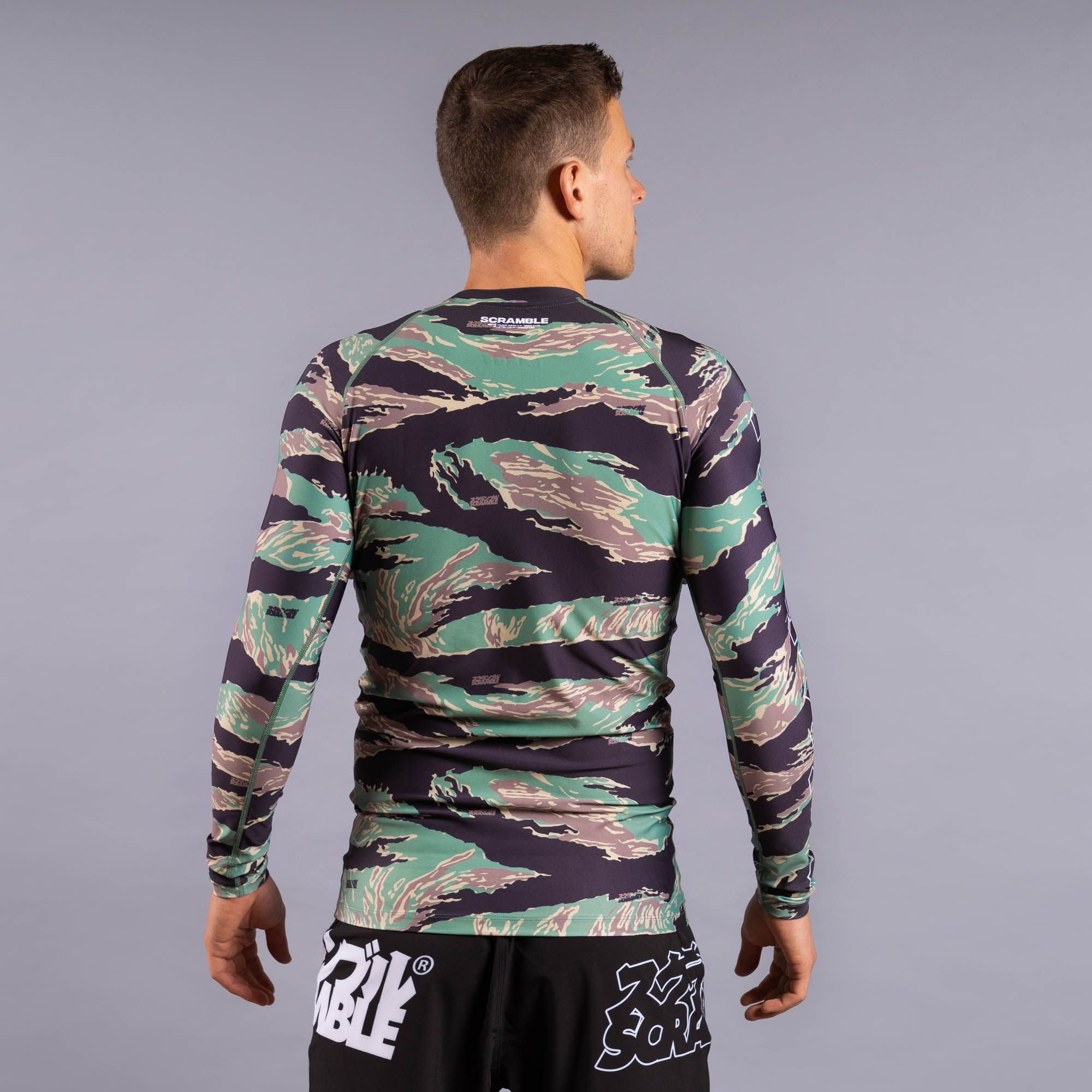SCRAMBLE BASE RASHGUARD – TIGER CAMO