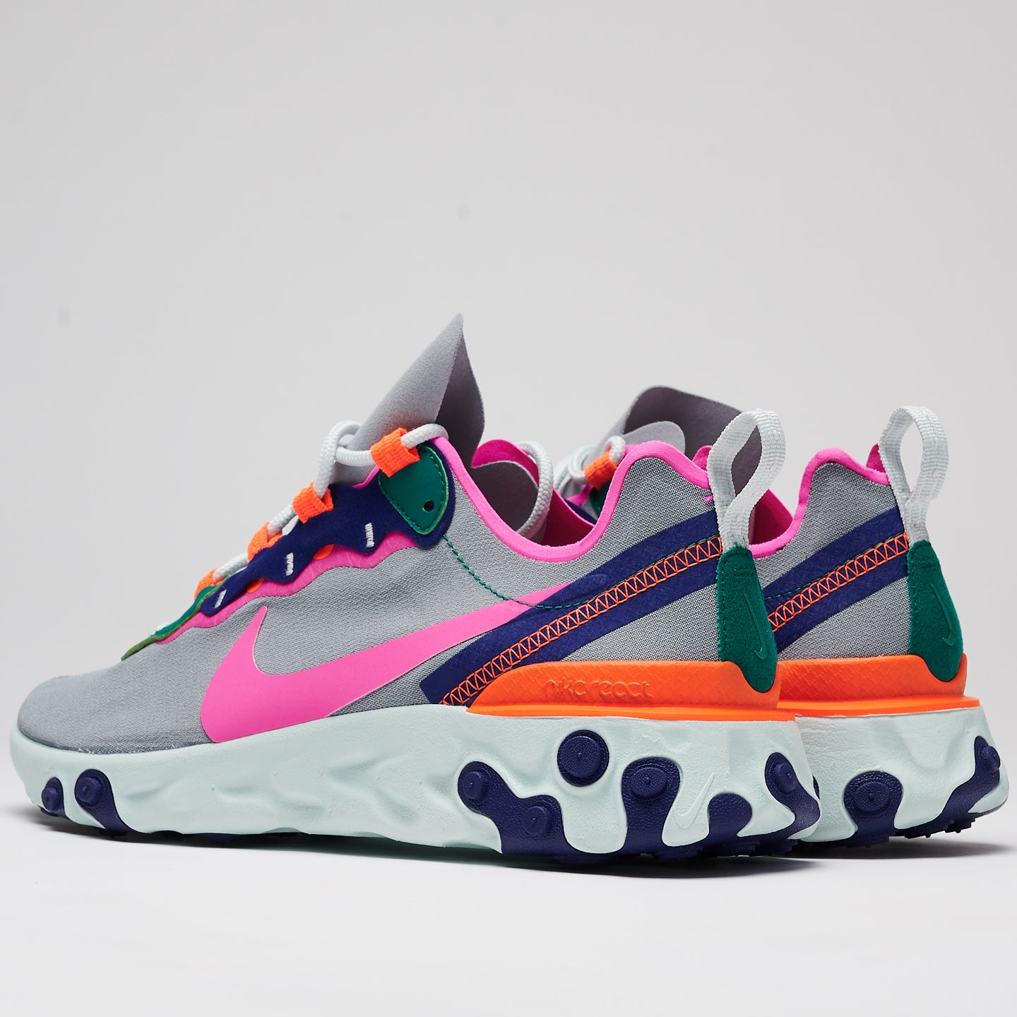 NIKE REACT ELEMENT 55 - WOLFE GREY/LASER FUCHSIA