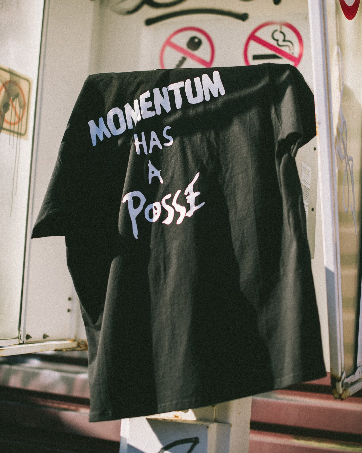 OBEY M'S T-SHIRTS MOMENTUM HAS A POSSE TEE
