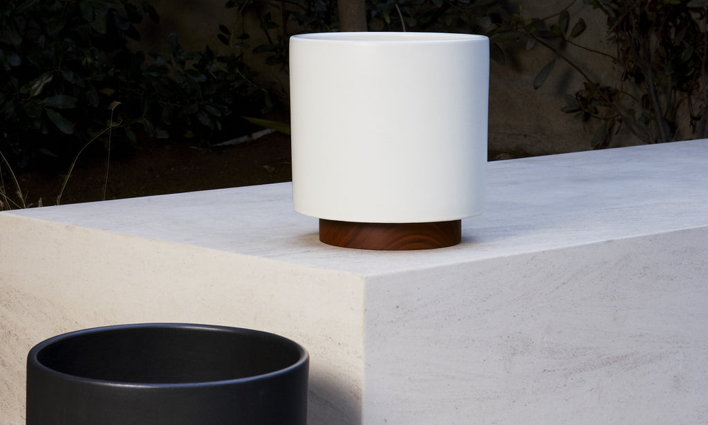 CASE STUDY CERAMICS SMALL CYLINDER W/ PLINTH