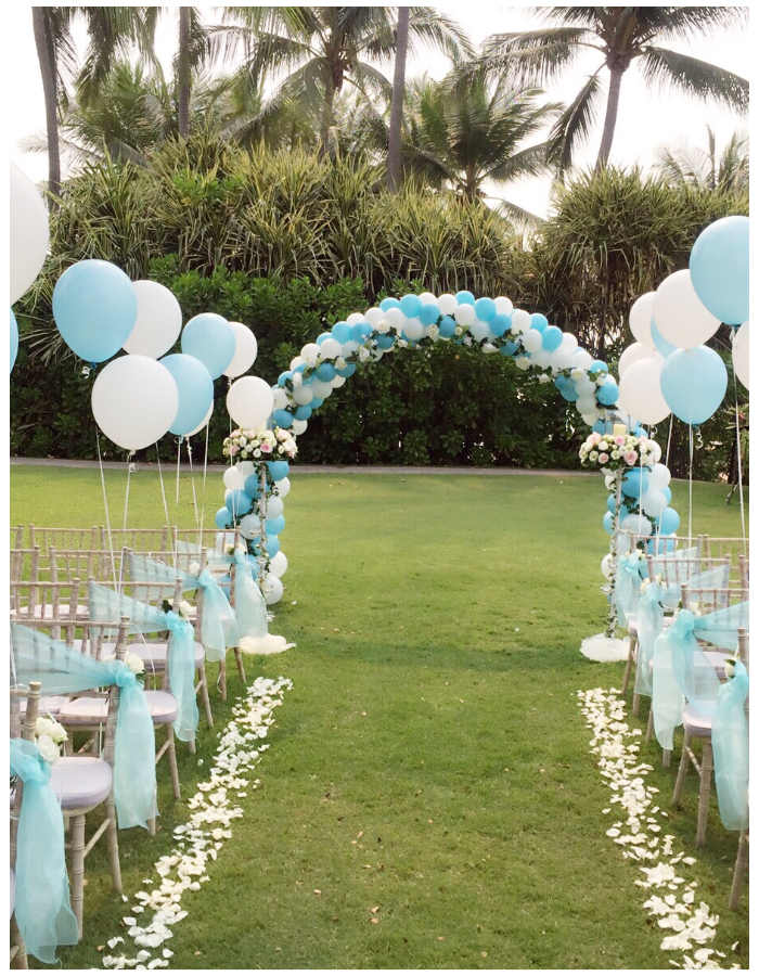 wedding balloon decorations blue aisle