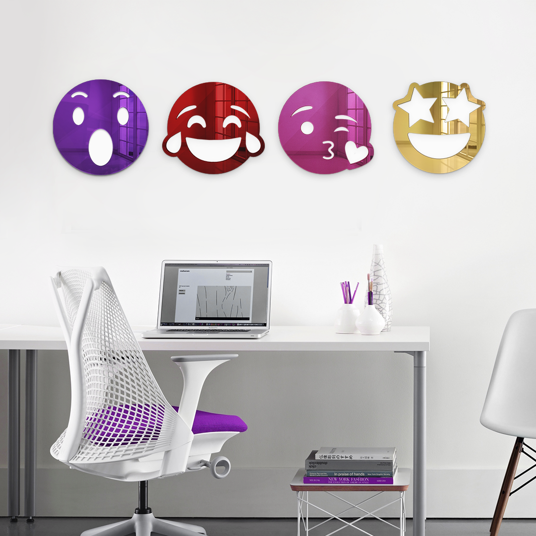 KISS EMOJI MIRROR