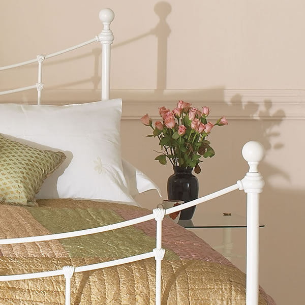 Winton Cast Bed - Close Up