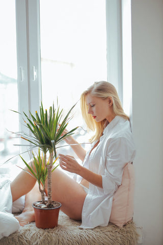 What a single girl/ man should do to pamper herself/ himself after a long day at work? 5 Free Tips to getting a cool and relaxing night routine this summer of 2019