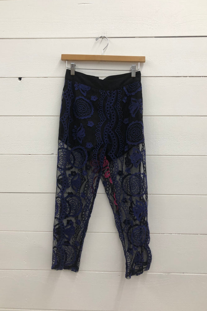Load image into Gallery viewer, Lace Matador Midi Pants OSS