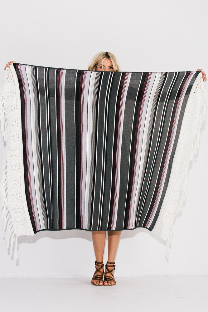Load image into Gallery viewer, Pequena Serape Blanket
