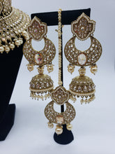 Load image into Gallery viewer, 'Beauty' Choker/Earrings/Tikka Set