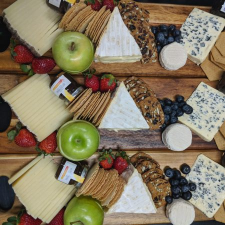 Cheese Selection with  Fruits and Crackers (Large 14 - 18 ppl)