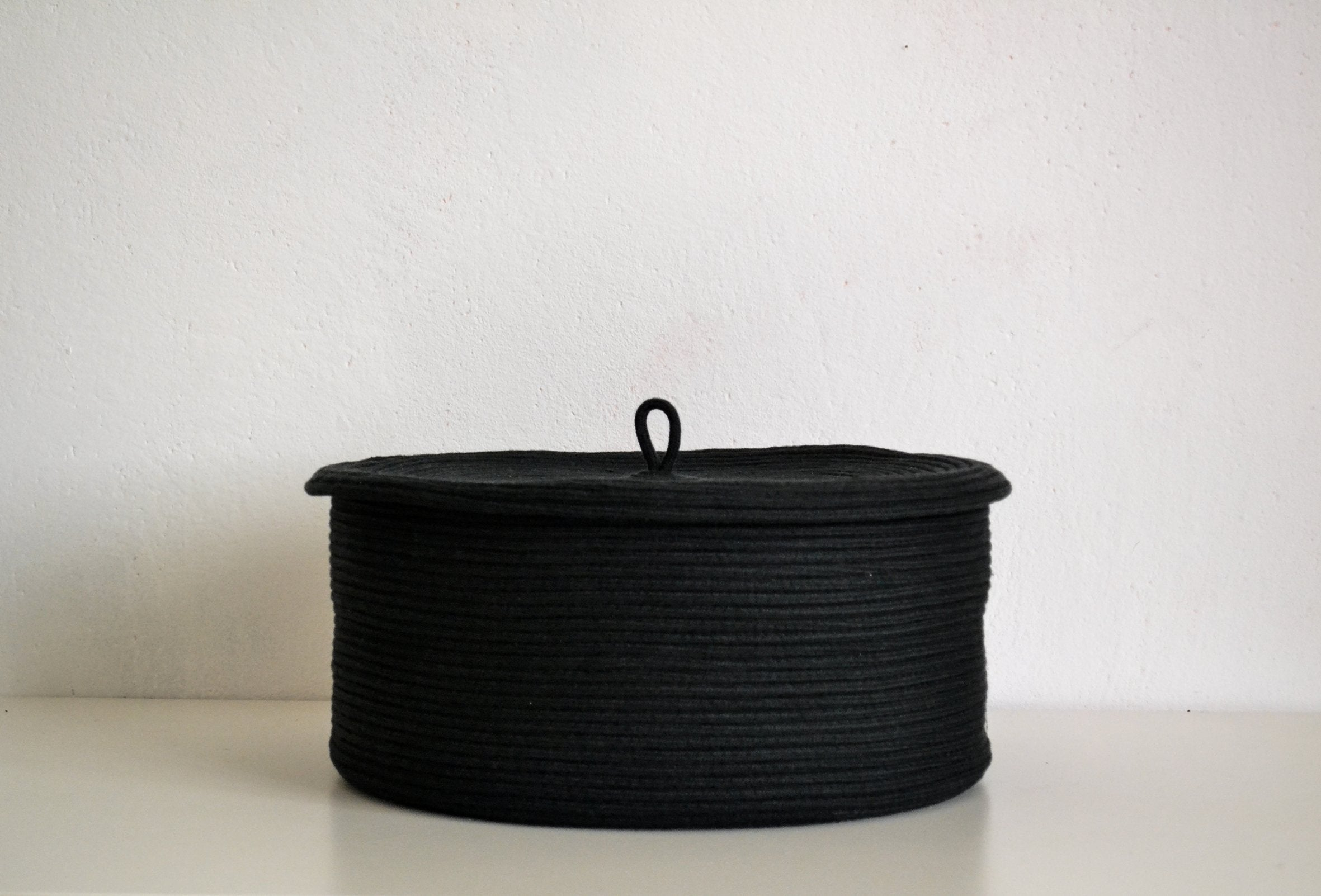 Storage Rope basket with lid in black