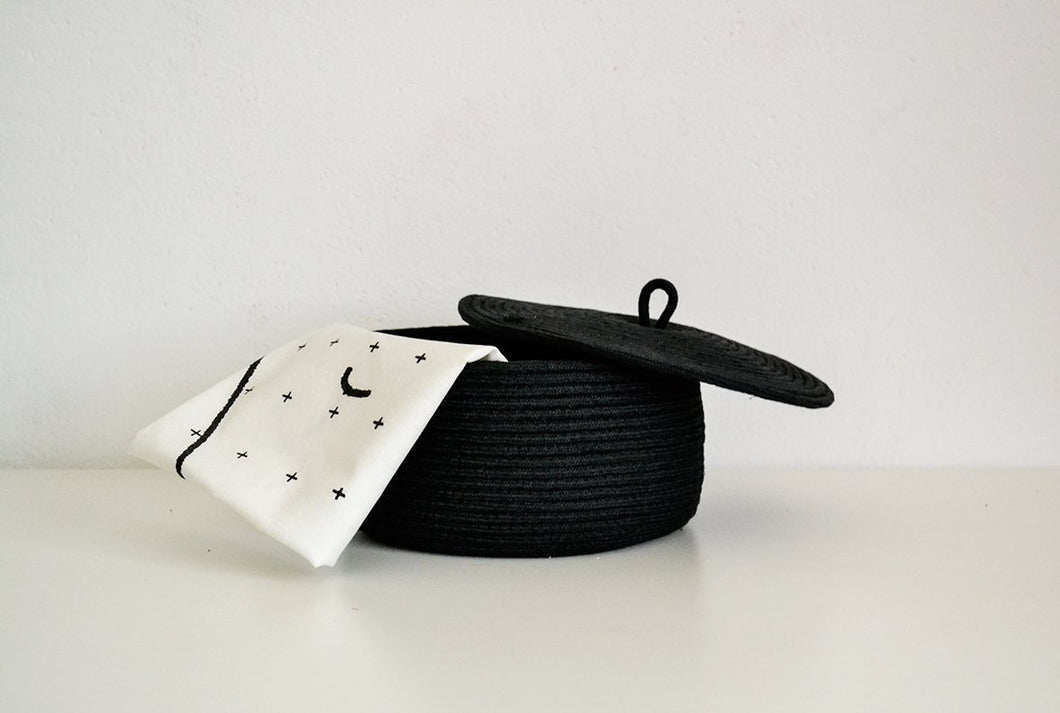 Small Storage Rope basket with lid in black