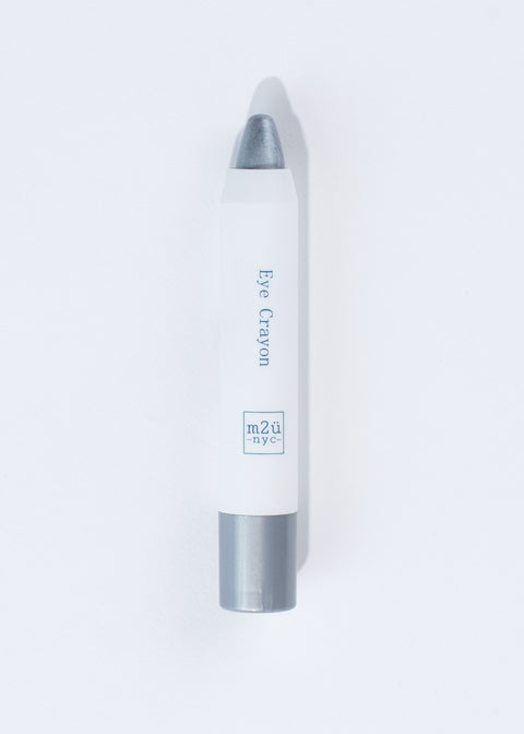 pencil-like eyeshadow crayon in shade silver