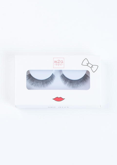 a pair of full-volume style false eyelashes with flared and dense round lashes for a voluminous look