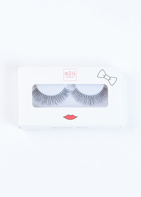 fake eyelashes, medium volume lash style