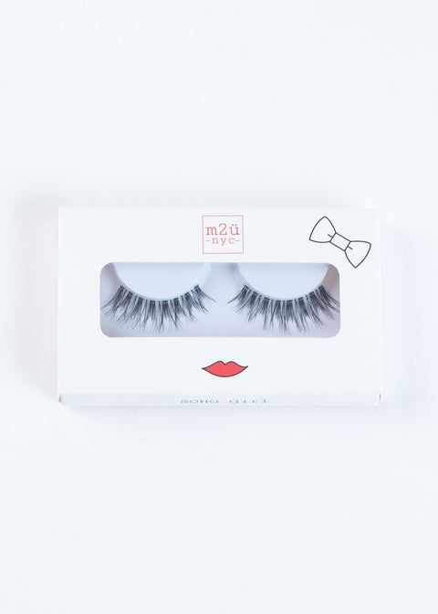fake eyelashes, full volume style