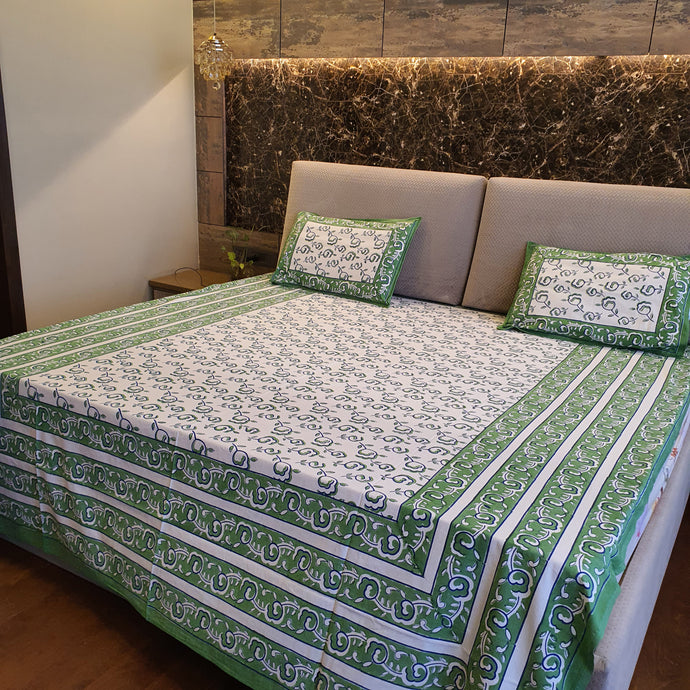 Green & White Floral Pure Cotton Handloom Block Printed Bedsheet with 2 Pillow Covers(KING SIZE)