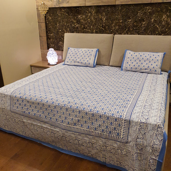 Blue On Off White Geometric Pure Cotton Handloom Block Printed Bedsheet with 2 Pillow Covers(KING SIZE-Xl)