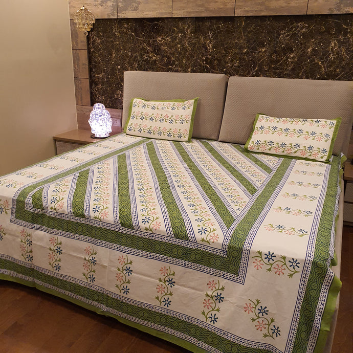 Pista Green & Off White Geometric Pure Cotton Handloom Block Printed Bedsheet with 2 Pillow Covers(KING SIZE)