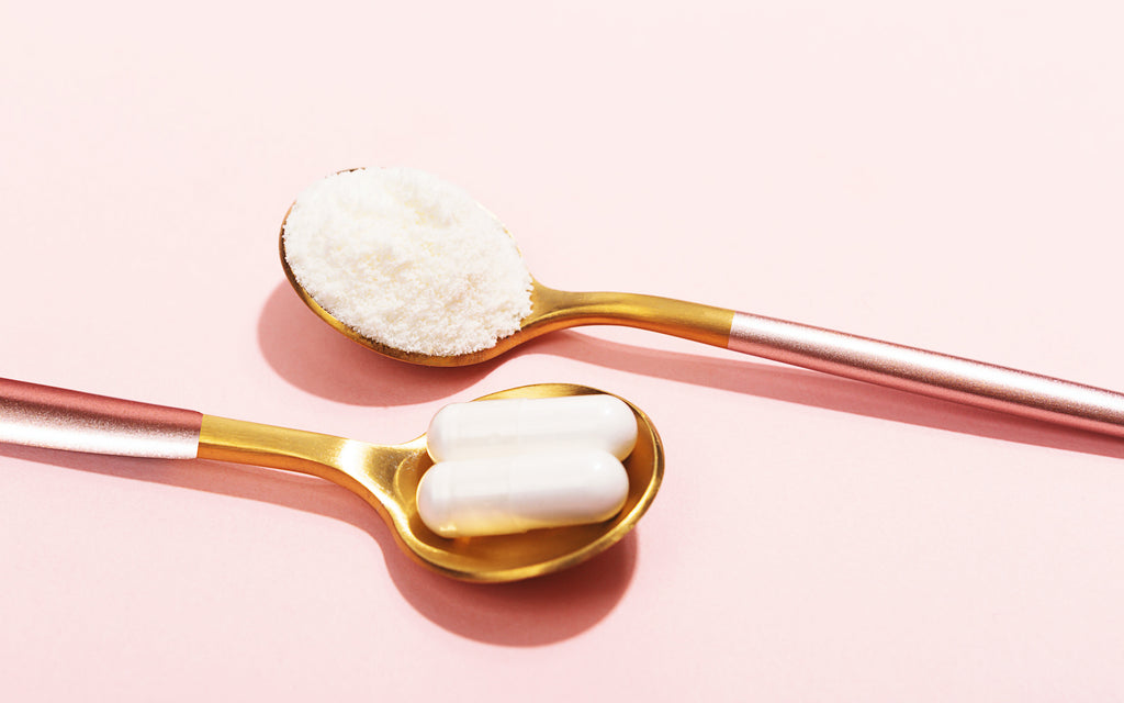 spoons with collagen protein powder and capsules