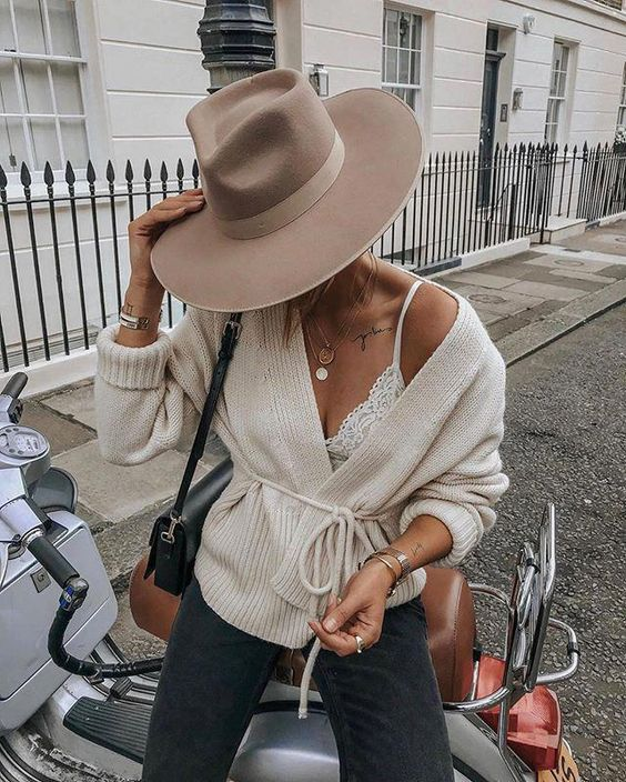 Finding the PERFECT Wide Rim Hat for Fall!
