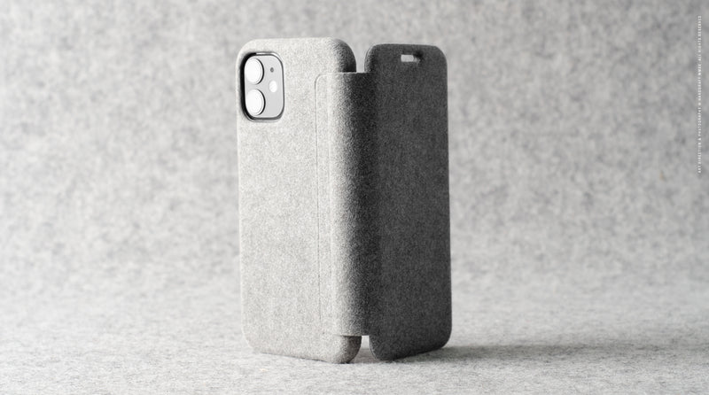 Fuzzy iPhone SE / 11Pro Closed Case . Alcantara