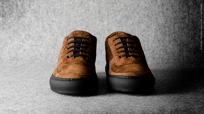 Low Top Sneaker . Brown Suede