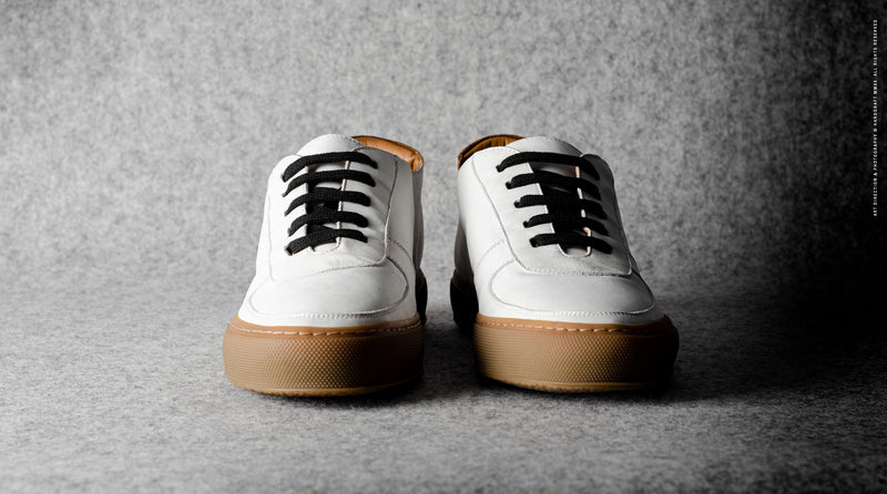 Low Top Sneaker . White