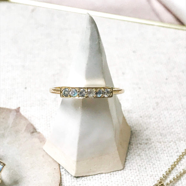 Labradorite Station Ring 9k Gold