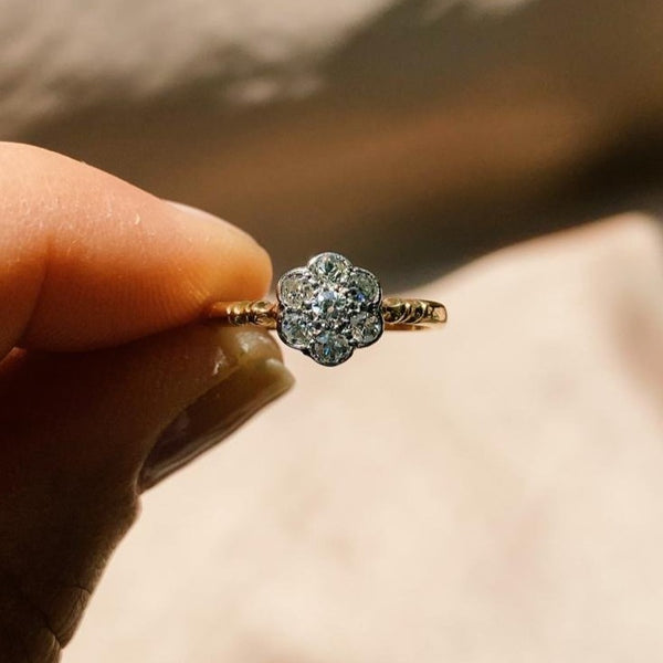 18kt Gold Diamond Flower Vintage Ring