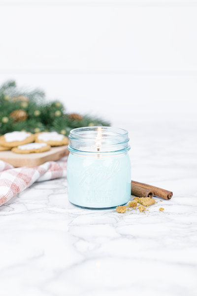 Homemade Gingerbread 8 oz blue jar candle