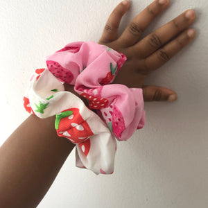 STRAWBERRY DREAM HAIR SCRUNCHIES