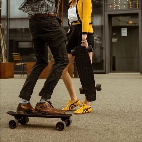 SoFlow LOU 3.0 Electric Skateboard Hand Carry