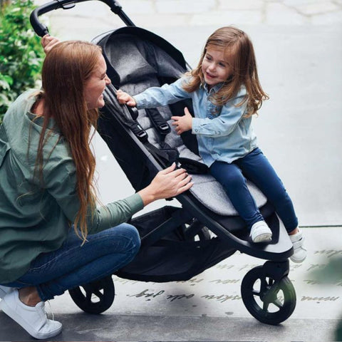 Image of Thule Spring Kids Stroller kid smiling