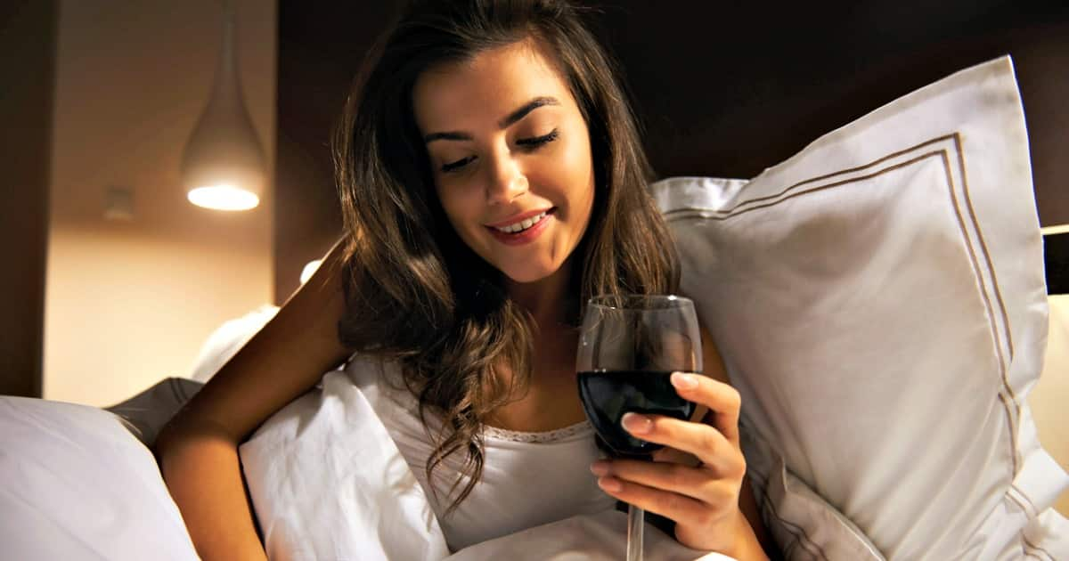 Drinking Wine at Bedtime Can Help You Lose Weight