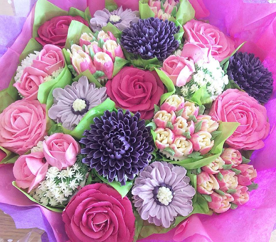 Roses and Rose Buds Cupcake Bouquet