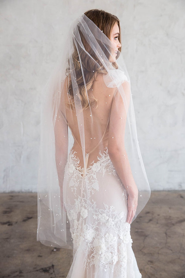 AUDE FINGERTIP VEIL - WITH SCATTERED PEARLS