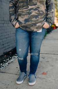 Double Button Distressed Jeans